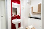 Neuadd Kyffin Student Accommodation Bangor En Suite Bathroom