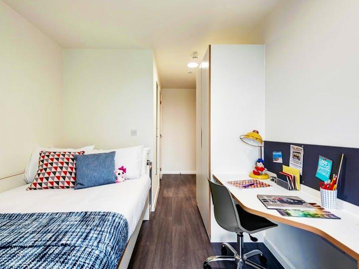 fresh-student-living-bristol-new-bridewell-06-shared-flat-bedroom-photo-05-1024x768