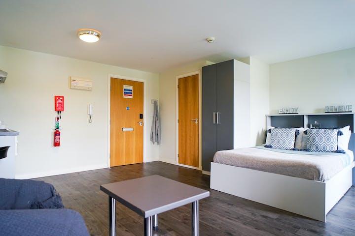 13-student-accommodation-edinburgh-beaverbank-place-gold-studio (4)