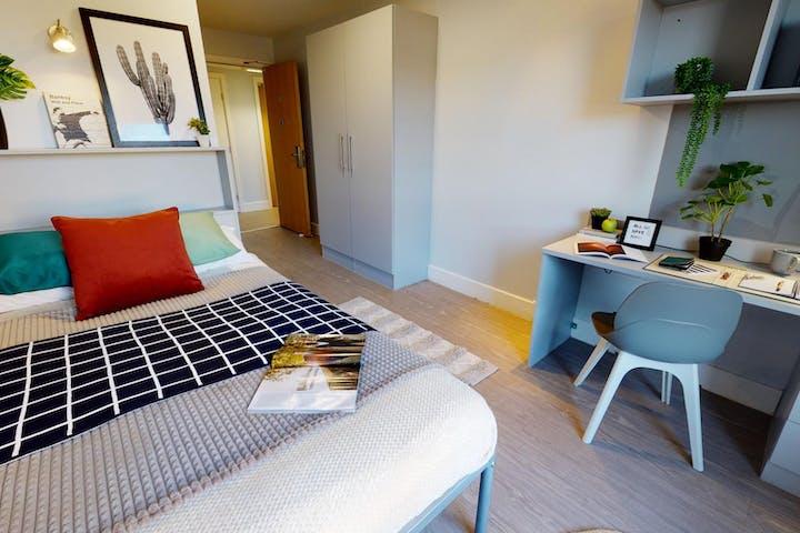 iQ-Student-Accommodation-Edinburgh-Fountainbridge-Bedrooms-Silver_En_Suite_Plus(7)