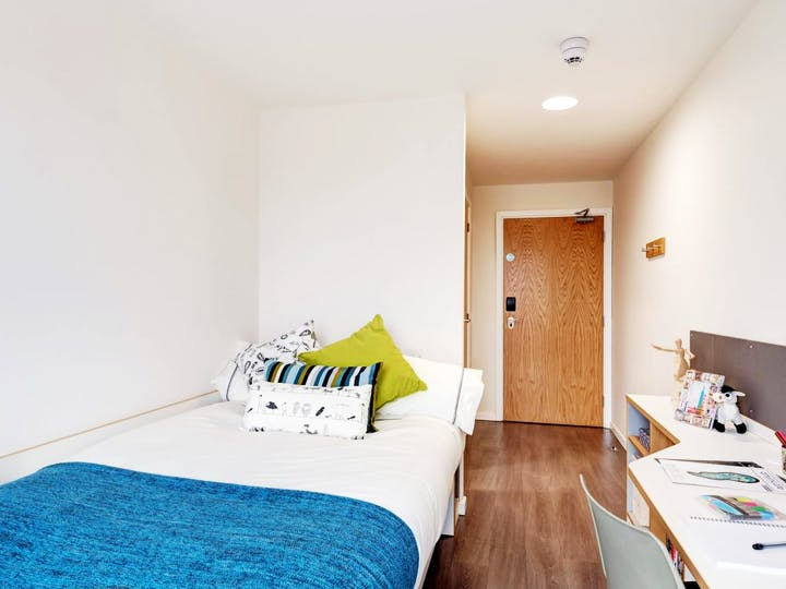 fresh-student-living-glasgow-dunaskin-mill-06-shared-flat-bedroom-photo-05-1024x768