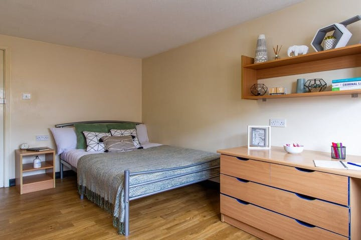 student-accommodation-ben-russell-court-classic-5-bed (6)