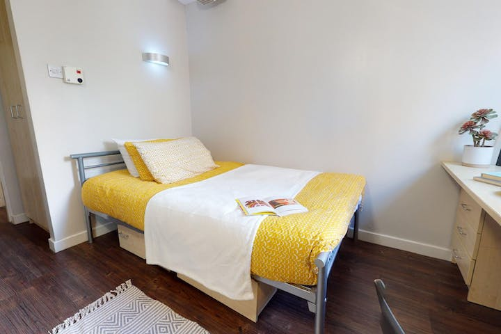 iQ-Student-Accommodation-Liverpool-B29-Gold-en-suite(2)