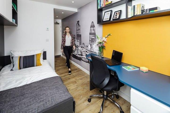 urbanest Tower Bridge en-suite room