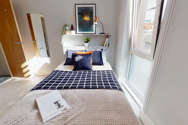 iQ-Student-Accommodation-London-Magenta-House-Bedrooms-Silver_En_Suite_181(3)