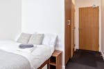 Host-Wembley-London-En-Suite-Deluxe-Study-Desk-Unilodgers-14958741341