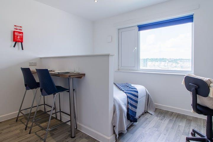 hatbox-bedroom-2-view1