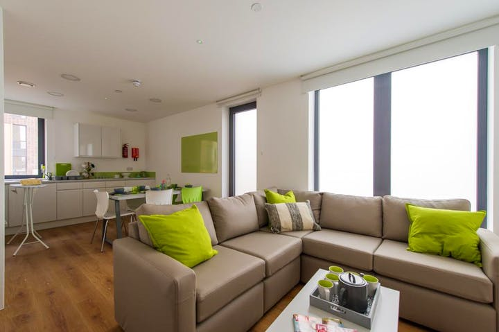 Grand-Felda-House-Wembley-London-En-Suite-Living-Area-Unilodgers-1495703976