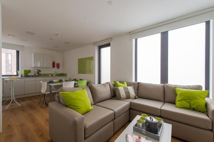 Grand-Felda-House-Wembley-London-En-Suite-Living-Area-Unilodgers-1495703976