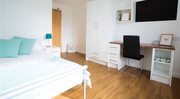 The-Glasshouse-London-1-Bed-Apartment-Unilodgers-14958645608