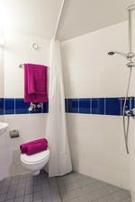 Sheffield-3-En-Suite-Bathroom-Unilodgers