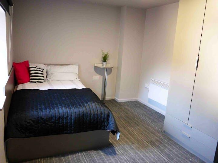 Myrtle-Street-Liverpool-2-Bed-Flat-Bathroom-Unilodgers-14960446181