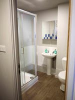 Myrtle-Street-Liverpool-2-Bed-Flat-Bathroom-Unilodgers-1496044618