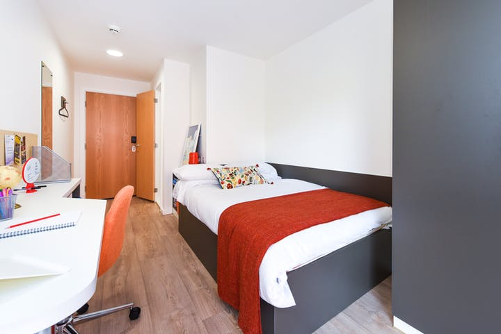 Chester - Towpath - ensuite-3