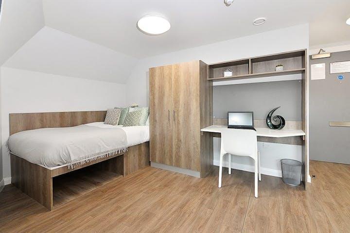 28-student-accommodation-edinburgh-the-mill-house-gold-studio-1-1024x564
