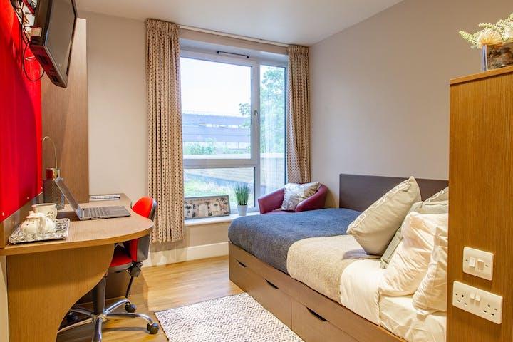 https___api.wearehomesforstudents.com_wp-content_uploads_2021_05_student-accommodation-london-hawley-crescent-gold-studio-4