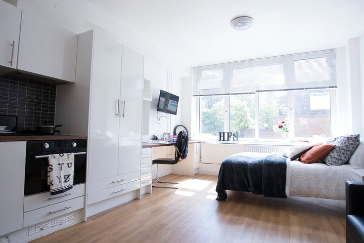 Kensal-Green-Garrow-House-London-Executive-Studio--1495692512
