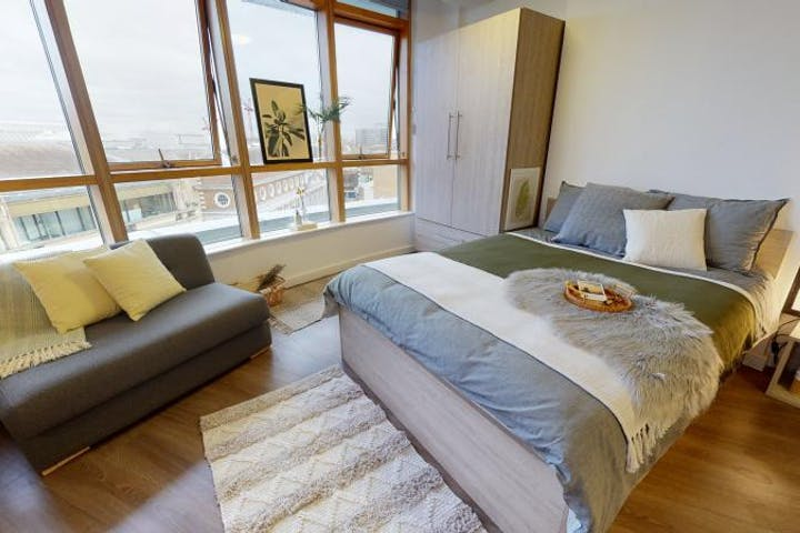 iQ-Student-Accommodation-London-Kingston-Bedrooms-Platinum_Studio(12)
