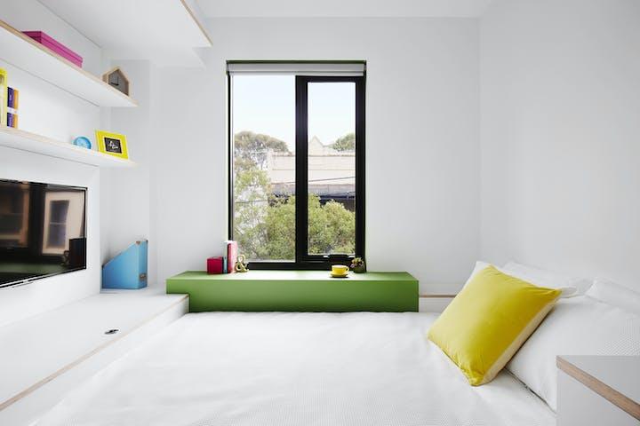 Scape-Sydney-Abercrombie-Medium-Studio-Screen_01