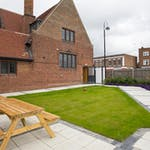 maksons-house-courtyard-seating-area