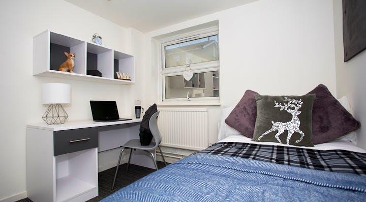 green-wood-court-classic-room