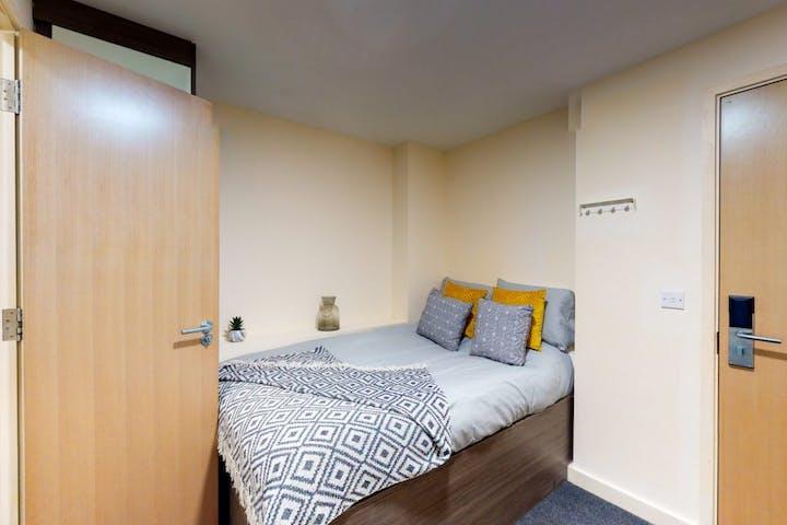 3-student-accommodation-bolton-the-cube-classic-studio-1-1024x768