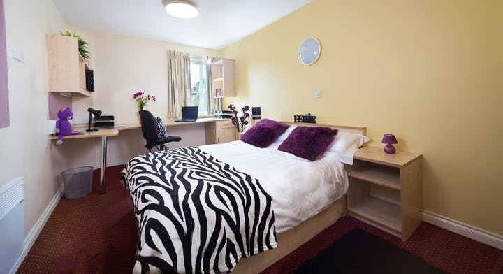 Warehouse-Apartments-Preston-1-Bed-Apartment-Unilodgers-14960594425