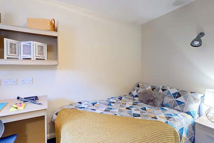 Cambridge-House-Bedroom1