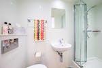 The-Fitzalan-Cardiff-Studio-Bathroom-Unilodgers-1495718176
