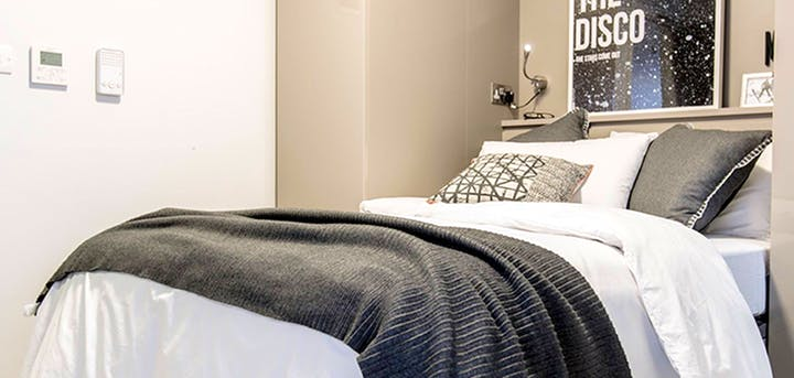 Vita-Student-Newcastle-Strawberry-Place-Bedroom-Unilodgers-1495795537