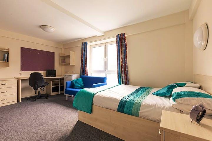 Apollo-Court-Liverpool-Bedroom-1-Unilodgers