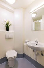 Apollo-Court-Liverpool-Ensuite-Bathroom-Unilodgers