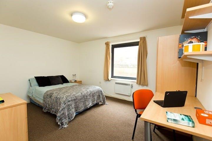 Brearley-House-Sheffield-Deluxe-Room-2--1495802629