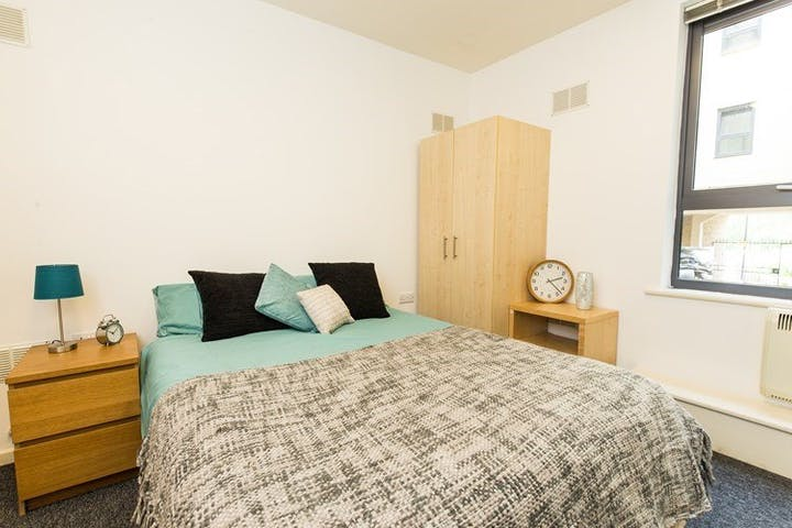 The-Castle-Sheffield-Deluxe-En-Suite--1495868343