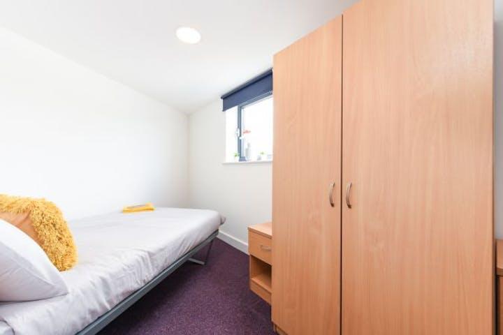 Sheffield2-Pickering-House-flat3-ensuite-2-2_950a599b67fc338ed08e8645322a4cd2