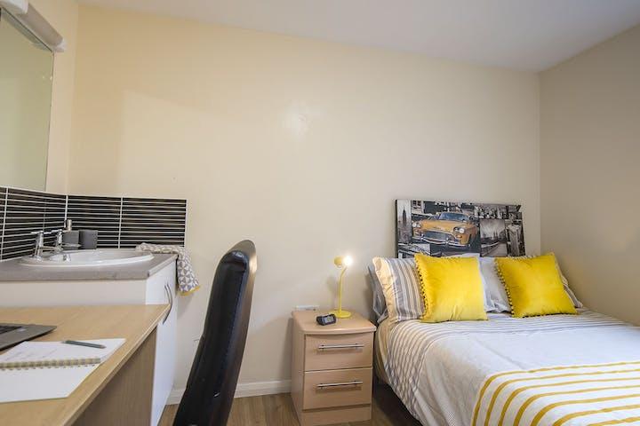 bridge_house_bedroom