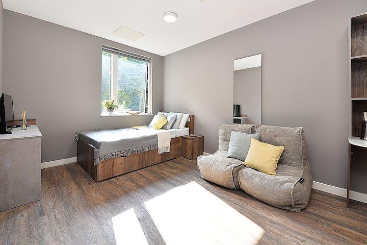 20-student-accommodation-birmingham-800-bristol-road-premier-studio-plus-3