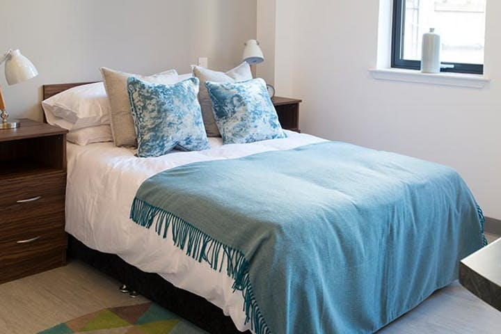 claremont-house-glasgow-bedroom-01