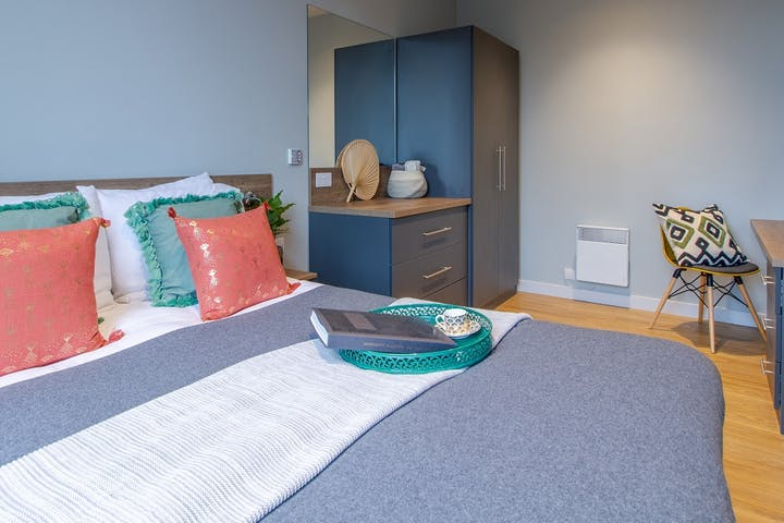 7student-accommodation-crown-house-1-bedroom-apartment-001-01