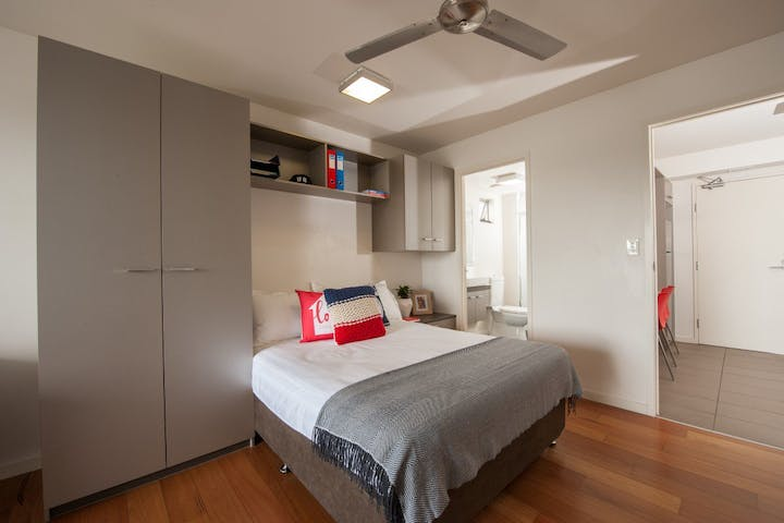 @UQ-St-Lucia-1-Room-withina-2-bedroom-apartment-Bed-to-ensuite-Medium
