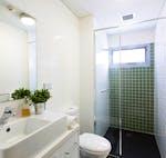 au-uws-bankstown-apartment-5-bedroom-bathroom