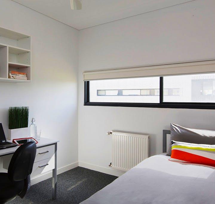 au-uws-penrith-apartment-5-bedroom-2010-room