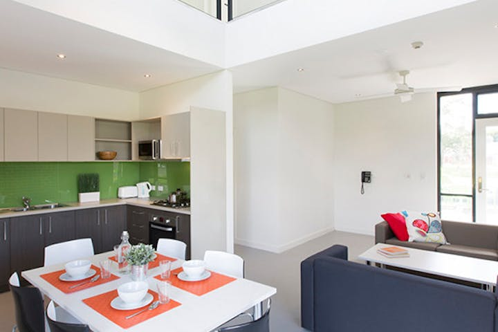 au-uws-hawkesbury-apartment-5-bedroom-lounge