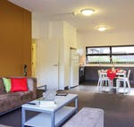 au-uws-parramatta-apartment-5-bedroom-lounge