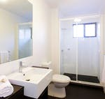 au-uws-parramatta-apartment-5-bedroom-bathroom