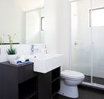 au-uws-parramatta-apartment-6-bedroom-bathroom