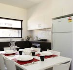 au-uws-parramatta-apartment-6-bedroom-dining