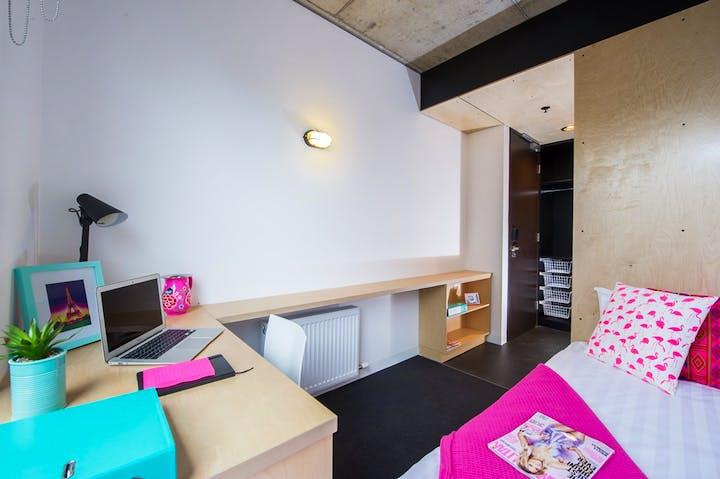 @-RMIT-Bundoora-Multi-share-Apartment-Bedroom-Pink-Blue