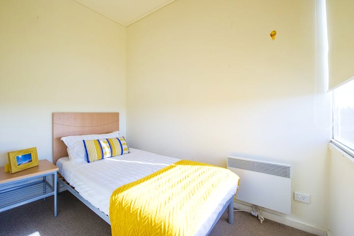 College-Square-on-Lygon-1-Bedroom-Apartment-Bed