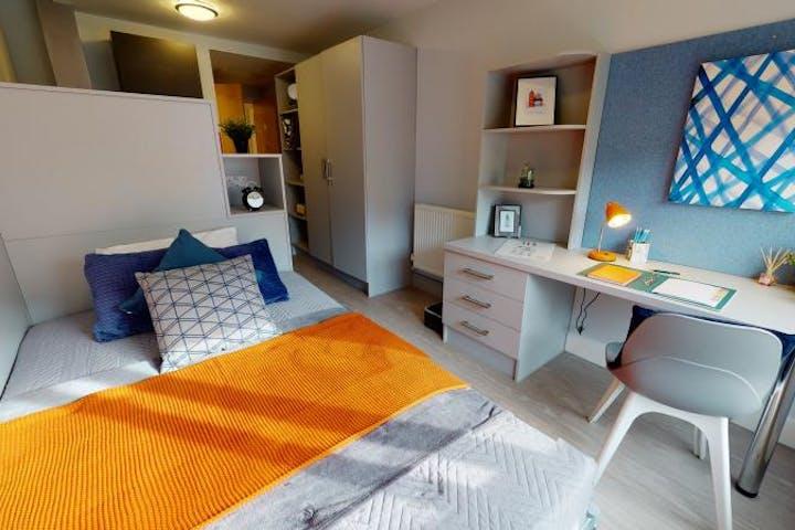 iQ-Student-Accommodation-London-Hoxton-Bedrooms-Bronze_Studio_Plus(7)_1